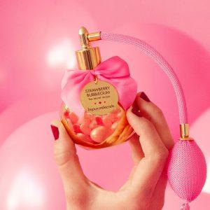 Bijoux Indiscrets Delicious Bubble Gum Body Mist 100ml in hand